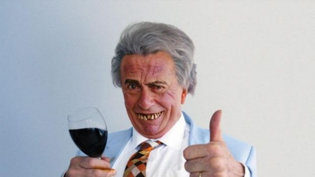 Sir Les Patterson: Doing the honours.