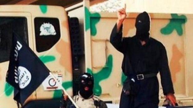 Two ISIL members pose for the camera.