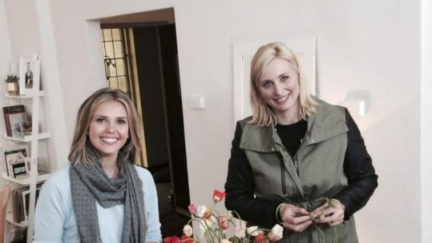 Sunrise weather girl Edwina Bartholomew shows Johanna Griggs a flower arrangement on Seven's Better Homes and Gardens on ...