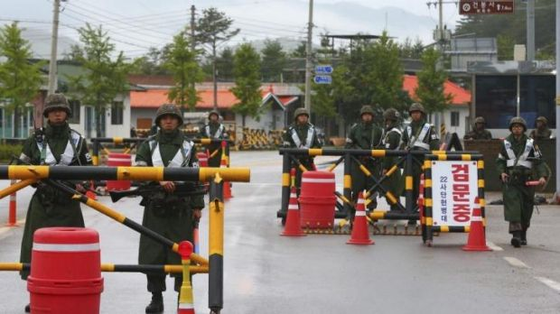 South Korean soldiers at a temporary checkpoint on Sunday during the manhunt for a sergeant who shot dead five of his ...