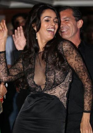 Mallika Sherawat dancing with Antonio Banderas in Cannes.