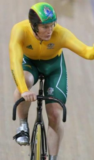 Daniel Ellis has signed a contract with Cycling Australia.