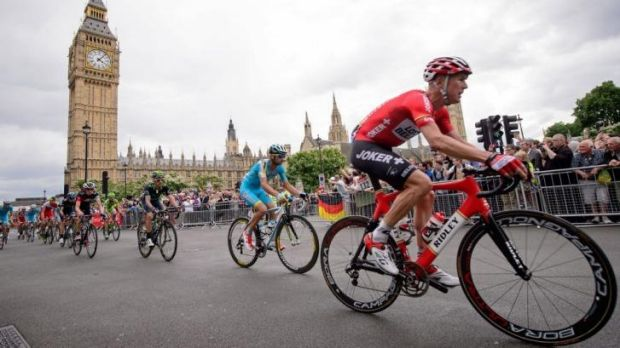 Tour de Britain: Riders pass The Houses of Parliament near the finish of the 155 km third stage of the 101st edition of ...