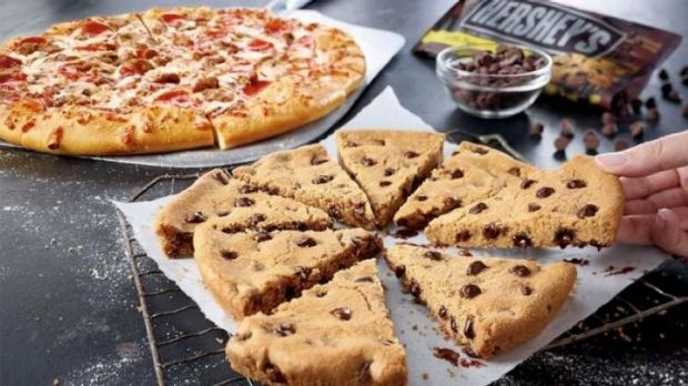 The Pizza Hut pizza cookie is the latest fast food trend in the US.