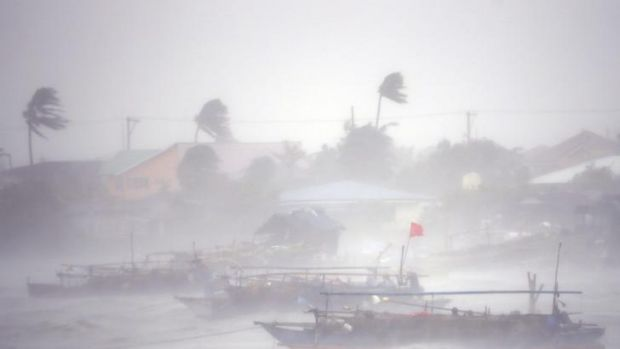 Heavy winds and rain batter Imus.