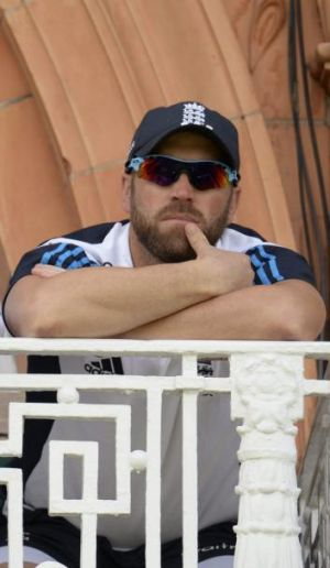 England wicketkeeper Matt Prior has announced he is stepping down.