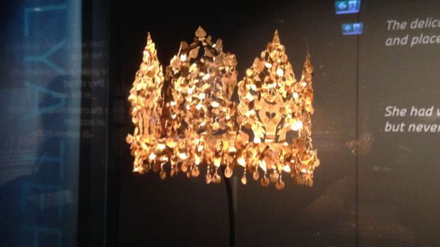 A gold crown on display at the WA Museum.