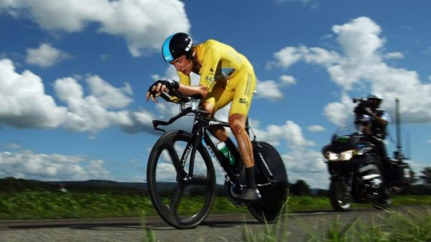 Bradley Wiggins' team says that he can still race on both the road and the track.