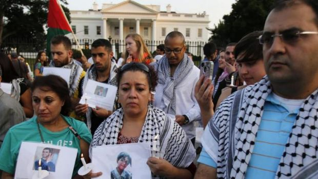 Silent candlelit vigil: The American-Arab Anti-Discrimination Committee and other activists in front of the White House ...