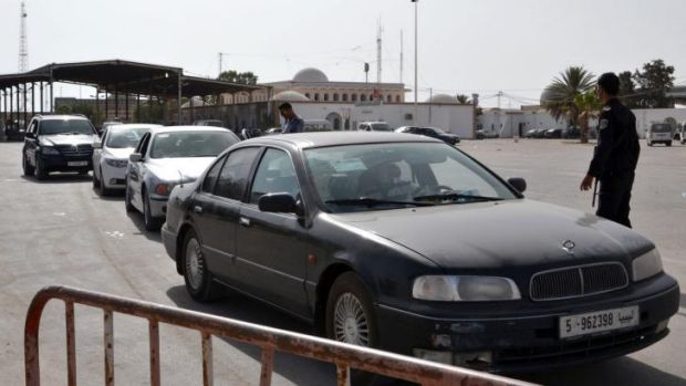 Cars line up to cross the border from Libya into Tunisia.