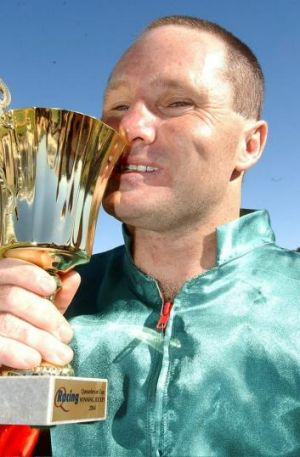 Ray Silburn with the Queanbeyan Cup in 2004.