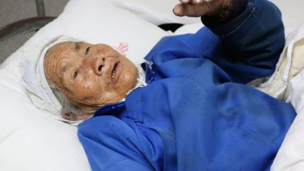 93-year-old Ma Caizhen crawled to safety by herself after the earthquake.