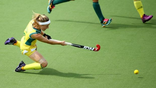 Emily Smith scores a goal in the Commonwealth Games semi-final against South Africa.