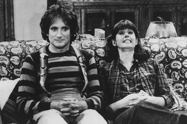 Robin Williams with Pam Dawber in <i>Mork and Mindy</i>.