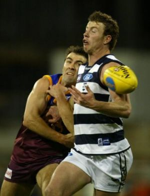 Chris Scott and Steve Johnson compete, 2004 preliminary final.