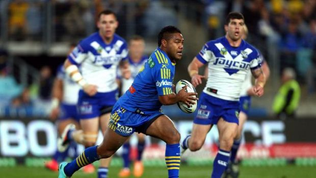 Opportunity lost: Eels halfback Chris Sandow finds a gap against the Bulldogs.