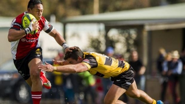 Canberra Vikings playmaker Christian Lealiifano brushes off a Perth Spirit defender.