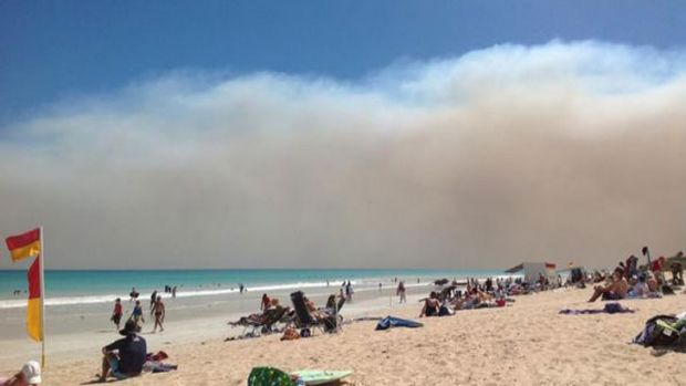 Smoke from the bushfires looms over Broome's Cable Beach.
