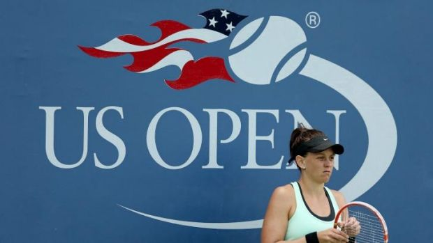 Casey Dellacqua made a safe passage through to the second round at Flushing Meadows.