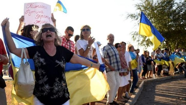 Ukrainian loyalists demonstrate near the last checkpoint controlled by Ukraine's army on the eastern side of Mariupol.