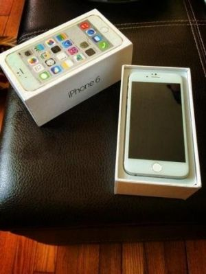 Fresh leaks: the apparent iPhone 6 with its retail packaging.