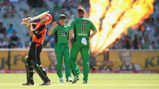 Adam Voges reacts after losing his wicket in BBL03.