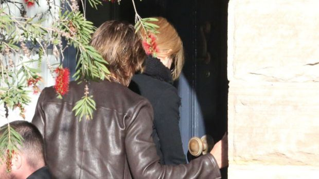 Kidman and Urban arrive in Sydney following her father's death.
