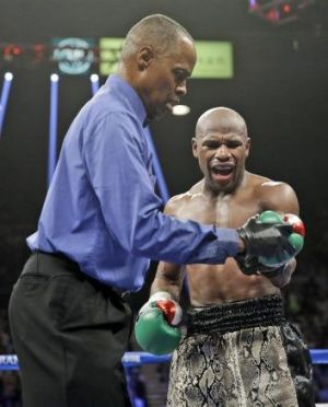 Floyd Mayweather jnr speaks to referee Kenny Bayless, left, after he claimed that Marcos Maidana bit his hand.