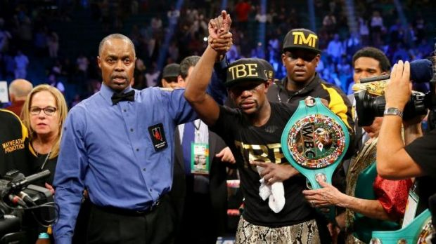 Floyd Mayweather jnr celebrates his unanimous decision victory.