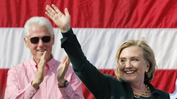 Hillary Clinton campaigns in Iowa with her husband, former president Bill Clinton.