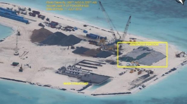 Kennan Reef, July 29, 2014. An increased number of construction equipment, materials and container vans used as shelter ...