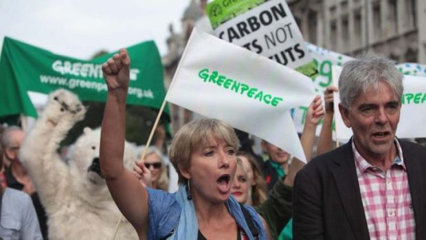 British actress Emma Thompson and John Sauven from Greenpeace join an estimated 40,000 thousand people marching from the ...