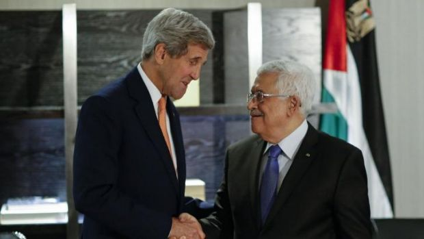 US Secretary of State John Kerry (L) shakes hands with Palestinian President Mahmoud Abbas in New York.