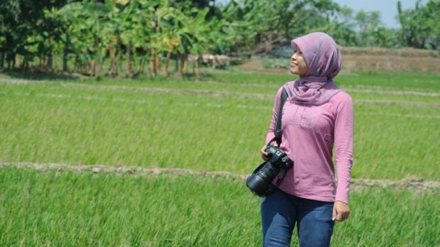 Photographer Eka Nickmatulhuda, a serious Muslim and wearer of tight clothes.