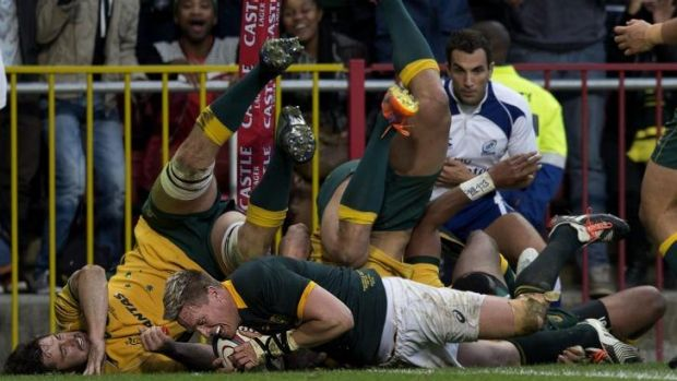 Jean de Villiers scored the first of his two tries in the final eight minutes.