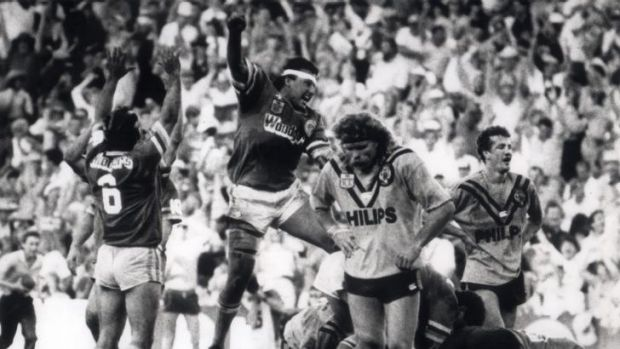 John 'Chicka' Ferguson scoring the try to send the 1989 grand final into extra-time.