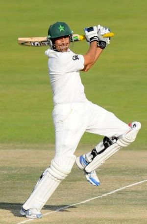 Younus Khan: At odds with the Pakistan Cricket Board.