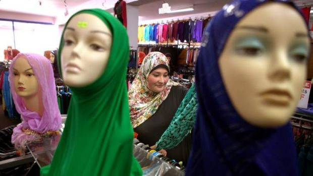 Samia shops for clothes in North Coburg.