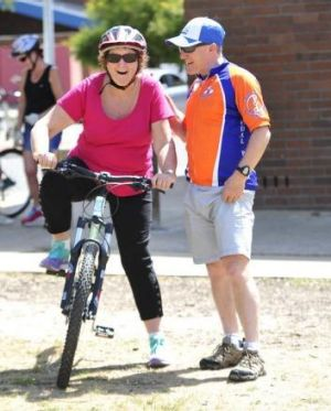 Kerry Mobbs of Gungahlin gets some riding tips from Pedal Power Executive Officer John Armstrong.