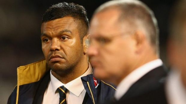 Inquiry to investigate Kurtley Beale-Di Patston incident: Kurtley Beale listens to players talk at half time during The ...