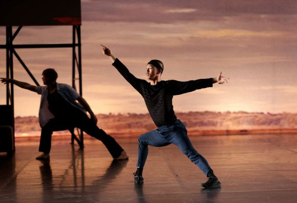 Chunky Move production 'Complexity of Belonging'.