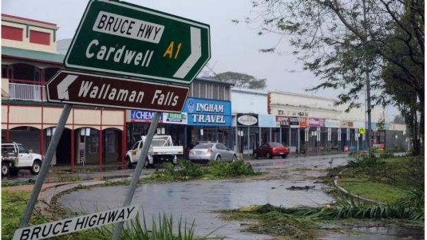 Cyclone Yasi hits the main street of Ingham.