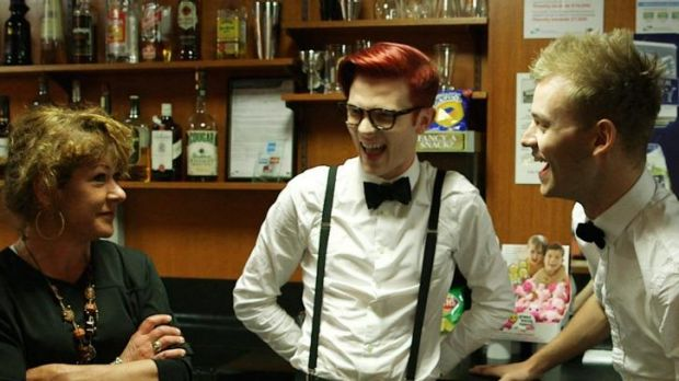 Rhys Nicholson and Joel Creasey try working in a pub in Colac.