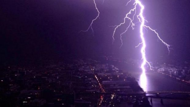 Lightning over Toowong as seen from the Meriton in Herschel St.