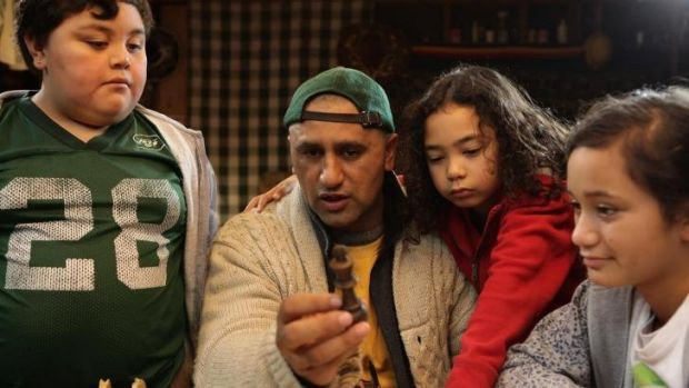 Cliff Curtis instruct his young charges in <i>The Dark Horse</i>.