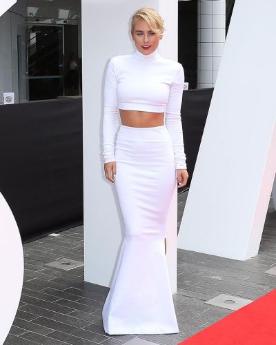 Carissa Walford arrives at the ARIA Awards 2014.