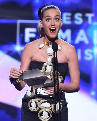 Katy Perry presents the ARIA for best female artist.