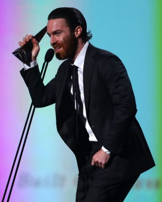 Chet Faker accepts the ARIA for best male artist.