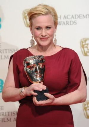 Patricia Arquette with her award for Best Supporting Actress for <i>Boyhood</i>.