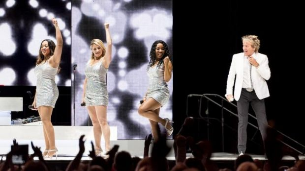 Rod Stewart was joined on the Perth Arena stage by three powerful backing singers.